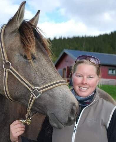Magny Sørensen med hesten Adel Foto: privat