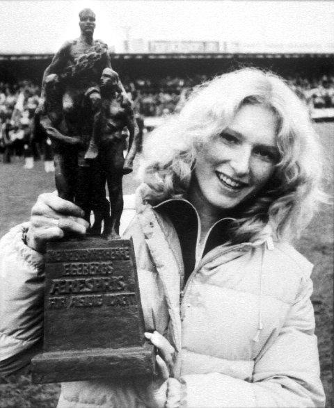 To idrettsutøvere fra LARVIK er tildelt Egebergs Ærespris, norsk idretts høyeste utmerkelse: Egil Lærum i 1950 og Bjørg Eva Jensen i 1981. Bilder fra Østlands-Postens arkiv.