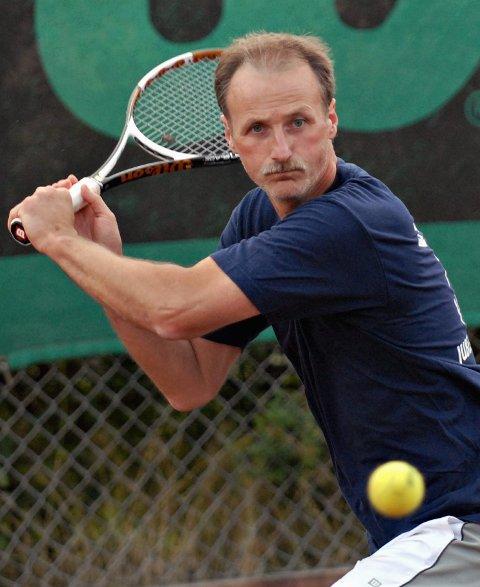 Står på: Per Arne Vikeby har bidratt sterkt til å holde tennissporten på Ørje i live. arkivfoto