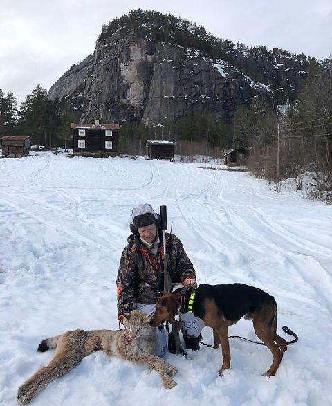 Det varJan Arvid Setane (52) som felte den siste gaupa i region to. Med på jaktlaget var Jarle Aas-Hansens jakthund Nero.