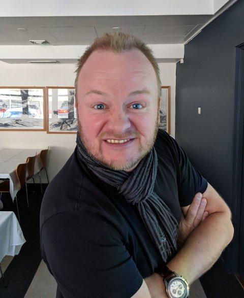 NY KONGEVEGSJEF: Odd Helge Brugrand fotografert under ein munter augneblink då han vart presentert for årsmøte i Kongevegbedrifter Filefjell SA.