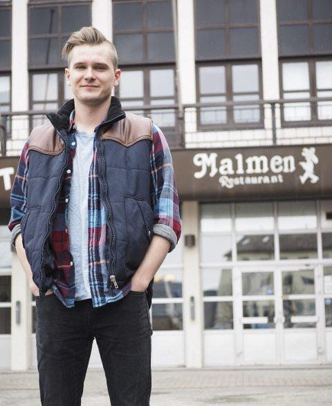 På begge sider: En grunn til at Kosmo Karlsen (26) nå prøver seg som DJ er fordi han vil prøve seg på «begge sider» i musikkverden. – Det er greit å få litt innsikt i hva det å opptre handler om, sier han.