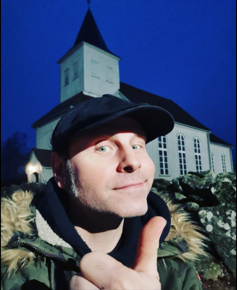Erik Lervik skal synge Alf Prøisen og Onkel Tuka på julaften ved Prestebakke kirke.
