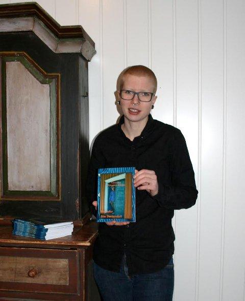 Bokdebutant: Linn-Elise Wabakken Jenssen er ute med boken «Innenfor din dørterskel».