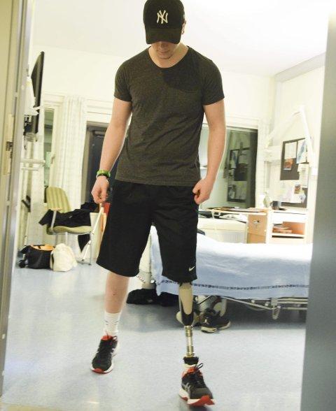 Lærer å gå: Opptreningen har vært en lang prosess. Brynjar Rikhardsson sier selv at han må bli sterkere i hoftene.