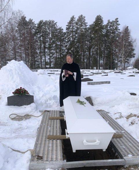 GRATIS: Kistebegravelser om vinteren medfører mye arbeid både manuelt og maskinelt, men er gratis. ILLUSTRASJONSBILDE.  FOTO: John-Arild Kordahl, Begravelsesbyrået Kordahl & Toverud AS.