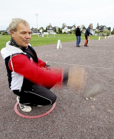 Klubbens beste: Johnny Skjørberg  har vært petanqueklubbens beste spiller over tid. Nå er han igjen i sammenlagtledelsen etter to spillekvelder. Foto: Pål Nordby