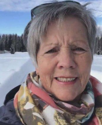En av de frivillige er Åse Mølstad. Hun har allerede utført et oppdrag der hun leverte medisiner til en eldre innbygger. Smittevernet ble overholdt, og det ble tid til en liten prat, på avstand.