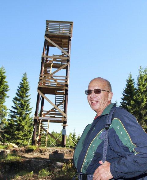 Knut Skyttersæter og Dal Vel har vært pådrivere for tårnet på Hasleråsen.