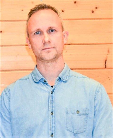 Vebjørn Johansen jobber i dag som inspektør ved Nord-Aurdal barneskole. Ved påsketider er han  på plass i ledergruppa i Nord-Aurdal kommune.