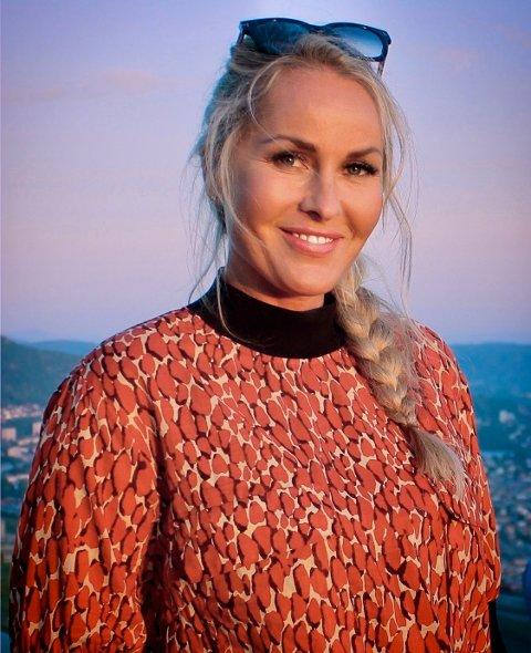 VELKOMMEN OM BORD: Pia Irene Nærø har ønskt folk velkomne til Tau-ferja og dei andre ferjene til Norled dei ti siste åra.