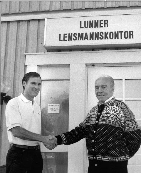 To tidligere lensmenn: Erik Berge overtok som etter Ove Ødegaard. Bildet er tatt 30. september 1993.