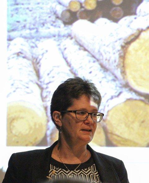 Forsker: Professor Margareth Øverland fortalte om bruk av norsk skog som omdannes til fiskefôr. ALLE Foto: Jill Erichsen