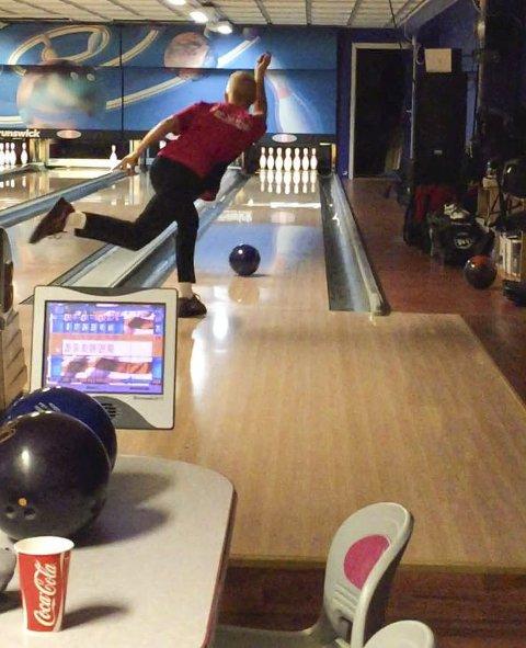 Lite trening: Det har blitt lite trening på Mathias Reinertsen i  Syv Søstre bowlingklubb etter jul. I helga spiller de om opprykk.