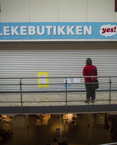 STENGDE DØRER: Kundane har møtt stengde dører den siste tida, men denne helga opna leikebutikken att.