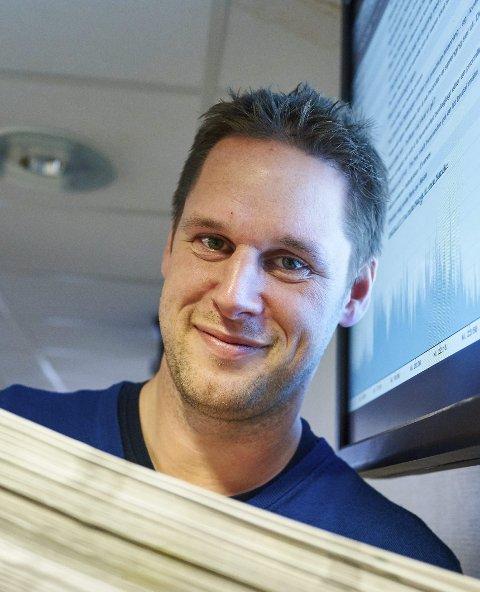 FORNØYD: Konstituert redaktør og sjefredaktør Anders Horne ser stadig færre papiraviser som selges. Likevel er det en solid opplagsøkning på gang. Og tross pluss-saker på nett øker lesingen digitalt.