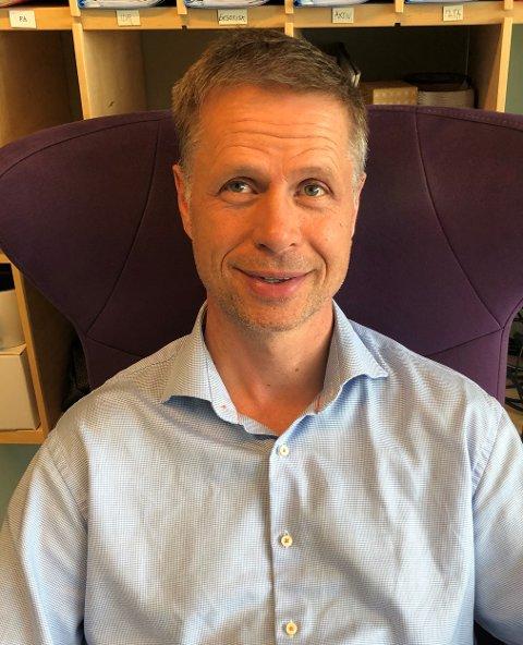 Glad: En fornøyd rektor Jens Rindal mottok nyheten nylig, om at skolen hans er best på trivsel i Norge.