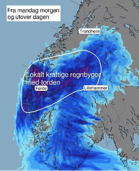 Flyttar seg vestover. Vêrsystemet som har skapt trøbbel i Gloppen og Stryn er på veg vestover. Det kan gje liknande byer lenger sør og lenger vest.