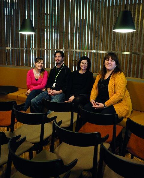 Eva Vange Sitje, Richard Szubinski, Carina Loe Ekrem og Mette Rysjedal er storfornøyde med den nye Veiviseren.