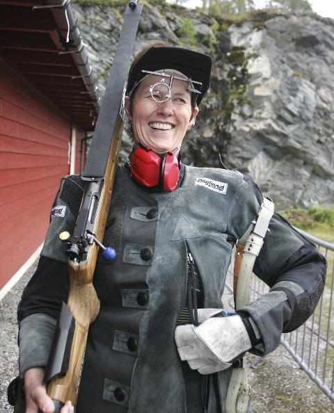 Rolig og blid: May Britt Radford var redd for at nervene skulle ta overhånd da hun skulle inn å skyte i prinsesselaget i Førde, men Kongsvinger-jenta smilte fra øre til øre etter den imponerende innsatsen. – Det var ikke så farlig som jeg trodde, sa 53-åringen til Glåmdalen. FOTO: HENNING DANIELSEN