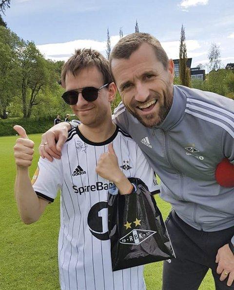 TRENERMØTE: – Eirik Horneland fortsetter tradisjonen med å møte våre spillere slik Kåre Ingebrigtsen gjorde, forteller, Bård Bjerkeseth. Her er han sammen med Jonas Jørgensen.