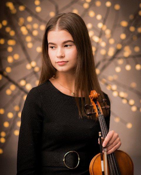 TALENT: Tine Sofie Larsson fra Moss har fiolin som hovedinstrument og satser på en karriere som musiker – eller som sanger med fiolinen.