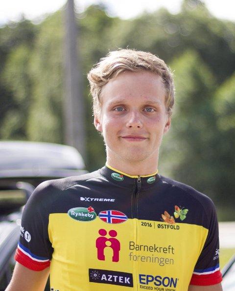 OVERVANT KREFTEN: Jørgen Høistad (20) fikk lymfekreft som 12-åring. Nå sykler han med Team Rynkeby fra Halden til Paris.