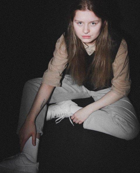 girl in red: Marie Ulven er en jente fra Hortenog har tidligere spilt på festivaler som  Slottsfjellfestivalen og Øyafestivalen