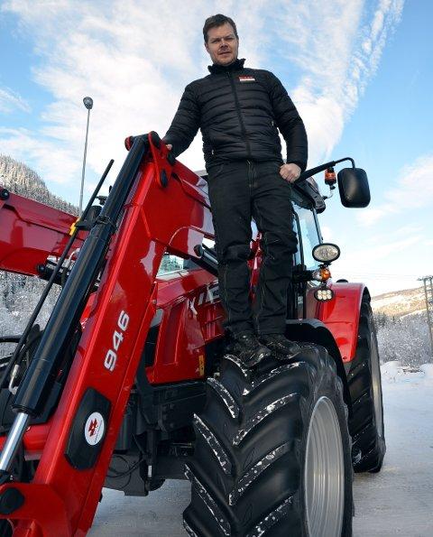 Gjør det godt: Massey-Ferguson er uslåelige i Valdres, tyder det på. Daglig leder Håkon Bergene ved Eiksenteret på Fagernes sikret 40 prosent av nytraktor-markedet i fjor.