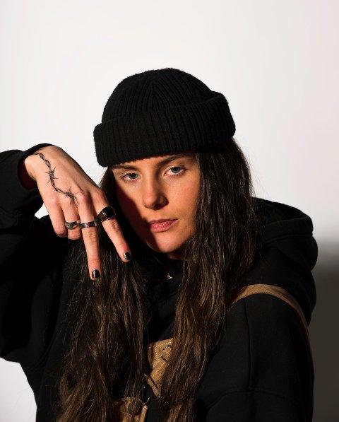 Biltur med en kompis endte opp med en rap-karriere. Ash Olsen slipper i dag sin tredje singel.