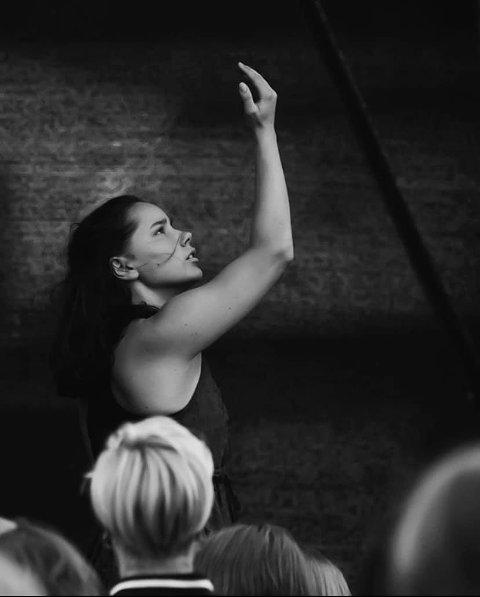 BLIR I LANDET: Danser Thea Wolf Solberg fra Harstad måtte takke nei til studieplass ved den anerkjente AMDA-skolen i New York. Nå blir det heller folkehøgskole i Trøndelag.
