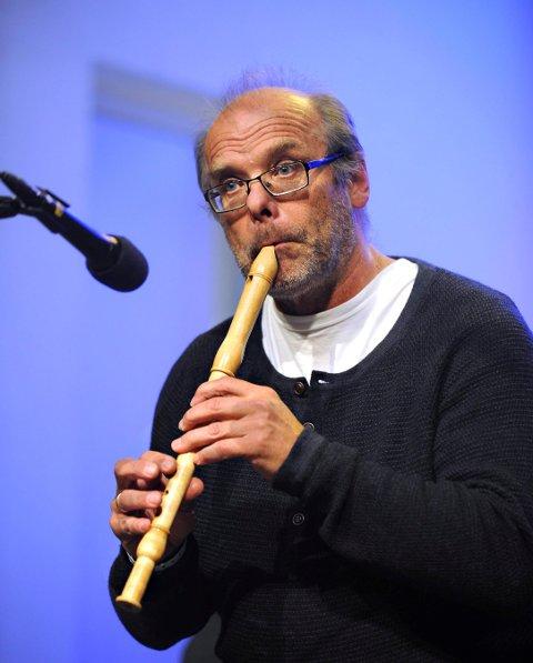 KOMMER: Per Midtstigen holder konsert på Norefjord stasjon 29. desember.