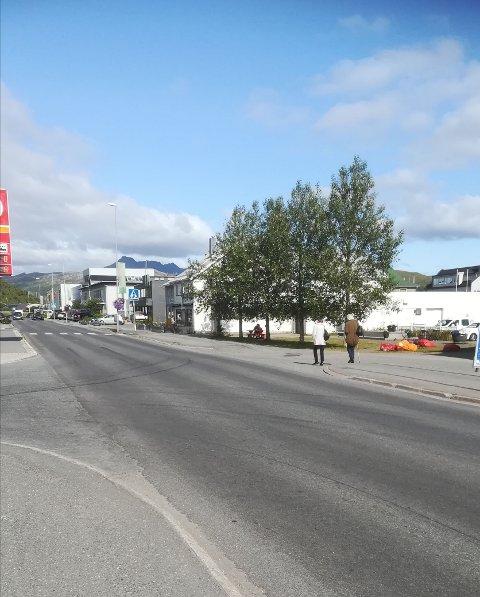 Arbeidet med Storgata på Leknes er et av mange prosjekter kommunen har lagt ut på anbud.