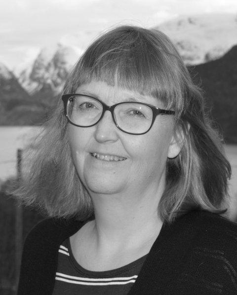 FEKK STIPEND: Aud Marit Skarrebo Holmen fekk pengar. Det blir det bok av.