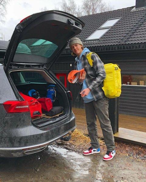 PÅ REISEFOT: Grytidlig fredag morgen reiser Sebastian Schjerve (20) og resten av landslaget i freeski til USA. Nå gjenstår under en uke til VM.