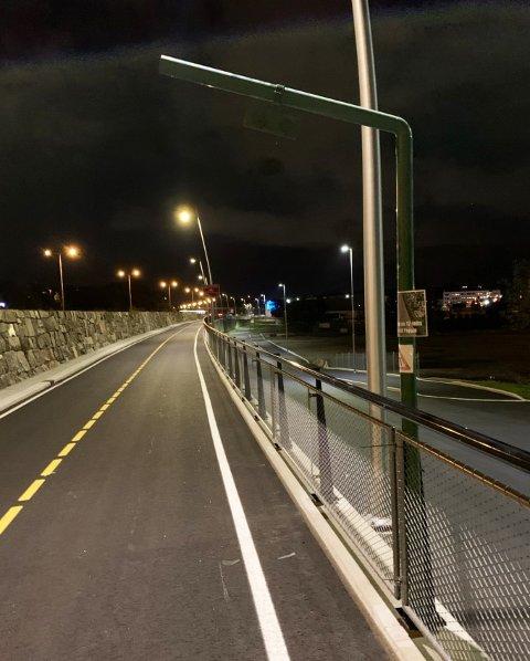 LIKE: Tom bommer er montert langs sykkelstamveien. Deler av strekningen til 1,4 milliarder ble åpnet forrige uke.