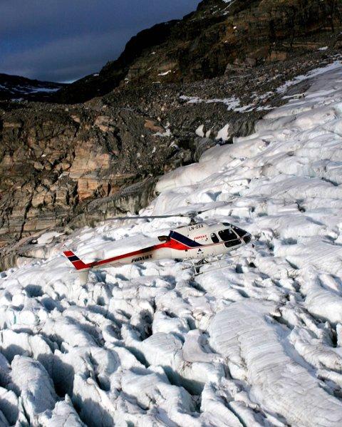 Det kom sterke reaksjonar frå mange hald då det vart kjend at turistfyking med helikopter var ein del av Statkraft sin konsesjonssøknad for landingsplass i Simadal i Eidfjord. Illustrasjonsfoto: Bente Raaen