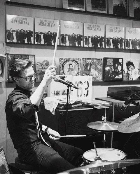 """SUKSESS: Arne Harald Foss' band Jack Stillwater høster gode kritikker for sin nye plata """"Norwegicana"""". Her fra releasekonserten på platebutikken Big Dipper i Oslo."""