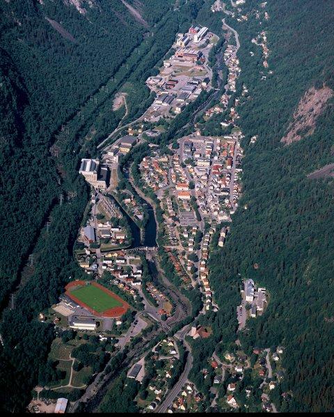Rjukan by   (luftfoto Åsmund Tynning)
