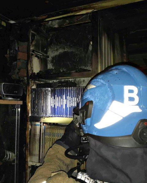 Vaktlaget fikk berget to personer ut av huset. Hadde de kommet fram noe senere, hadde denne brannen trolig tatt liv.