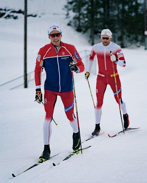 Landslagsløper Didrik Tønseth trener opp mot 13 økter i uka. Han har flere gode treningsråd, og har også medgründer på en nettside som skal motivere folk til å trene. Her er han på treningstur med en annen landslagsløper, nemlig Niklas Dyrhaug. Foto: Privat