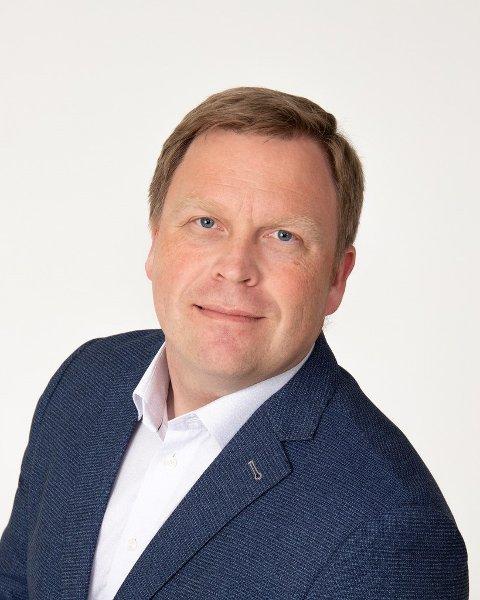 Fylkeslege Morten Juul Sundnes skal både forholde seg til om det skal reises påtale mot Meløy kommune, og om det er behov for reaksjoner mot kommunen eller helsepersonell i tilknytning til forsvinningssaken ved Ørnes sykehjem i november i fjor.