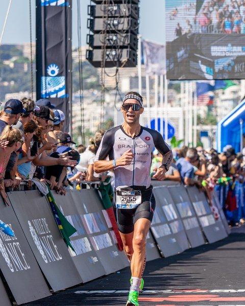 LØP INN TIL SEIER: Lars Petter Stormo på vei til seier og VM-gull i triatlon i Nice sist helg.