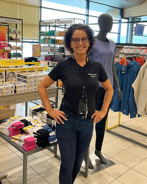 STOLT BUTIKKSJEF: Marit Husøy kan endelig tilby kundene det de har ventet på. Foto: Privat