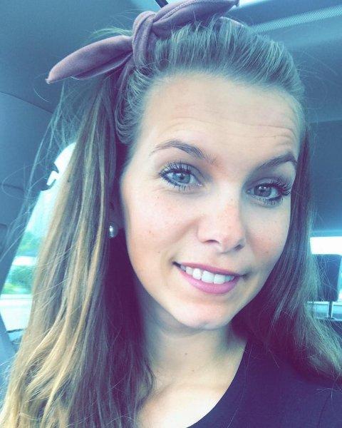 VELKOMMEN TILBAKE: Caroline Marie Granøe forteller at alle var tilbake på jobb i butikken da tiltakene ble lettet 3. februar.