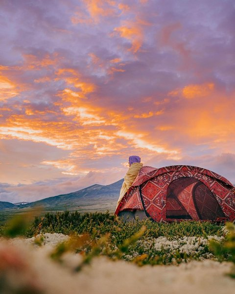 STEMNINGSRAPPORT FRA FJELLET: En malerisk solnedgang i Rondane nasjonalpark ble videreformidlet på Instagramkontoren til naturbokforfatter Helene Myhre Østervold.. Bildene i artikkelen er gjengitt med tillatelse fra fotografen