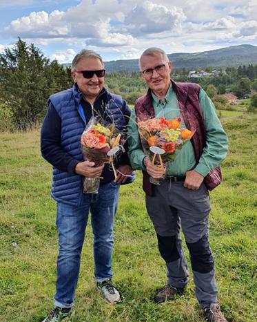 Lars Rustad og Arne Fossheim fikk velfortjente blomster