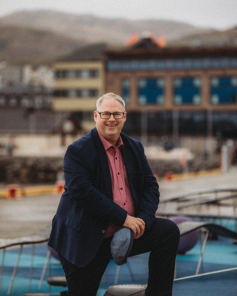 FORNØYD: Eiendomsmegler Odd Sverre Holte i Garanti eiendomsmegling gleder seg over boligmarkedet i Harstad.
