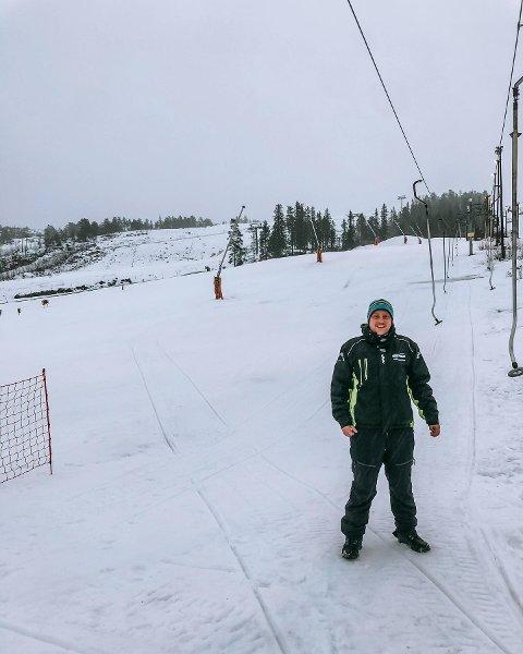 JOBBET I FEM ÅR: Lars Jacobsen er inne i sin femte sesong på skisenteret.
