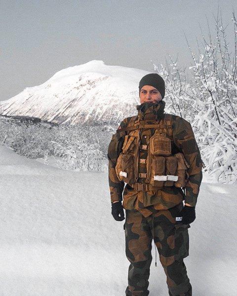 Aarlid hadde innrykk i midten av januar i rekrutten og har nå blitt menig, hvor han er i artilleribataljonen på Setermoen i Bardufoss.